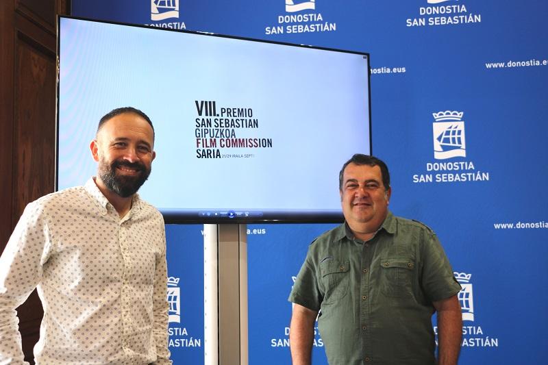 El diputado Denis Itxaso y el concejal Ernesto Gasco durante la presentación de las seleccionadas. Foto: Ayto.