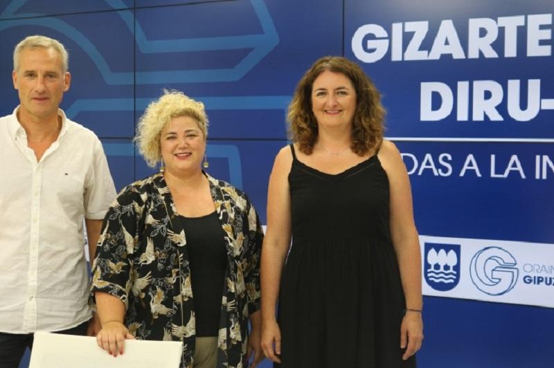 La diputada Maite Peña durante la presentación de las ayudas. Foto: Diputación
