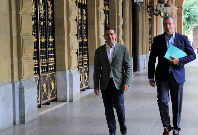 El diputado de Promoción Económica Imanol Lasa y el diputado general Markel Olano. Foto: Diputación