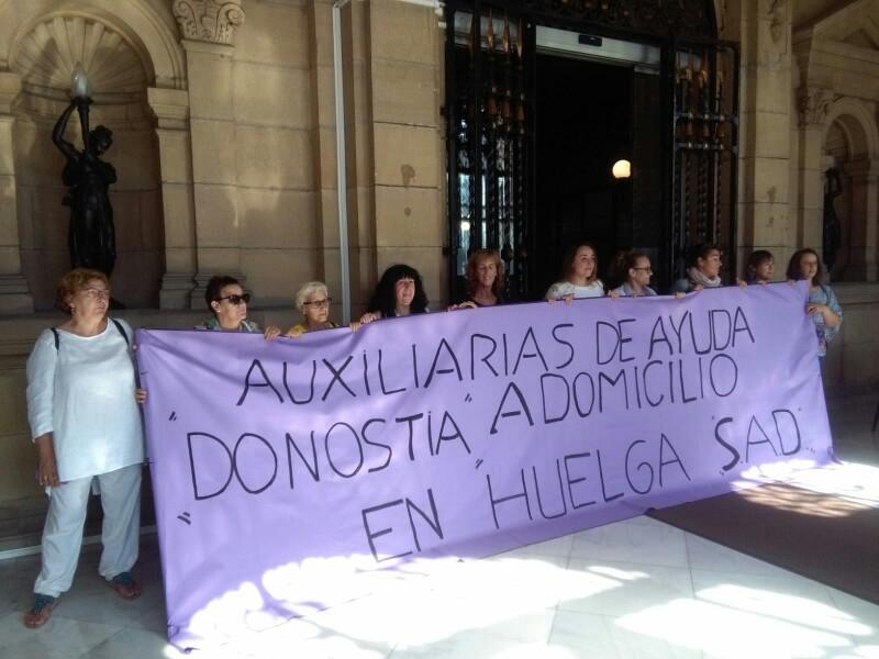 Las trabajadores el 20 de septiembre en el Ayuntamiento. Foto: A.E.