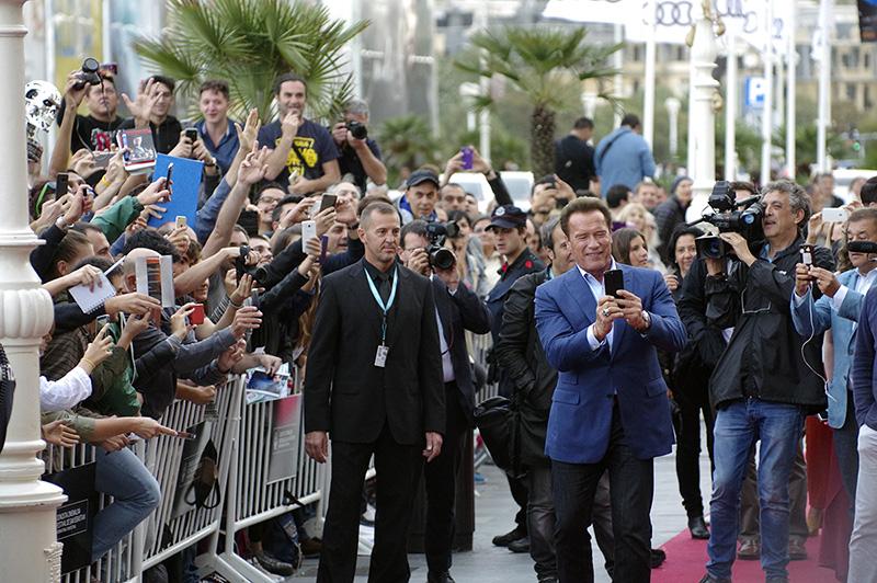 El público recibiendo a Arnold Schwarzenegger el pasado año. Foto: Santiago Farizano