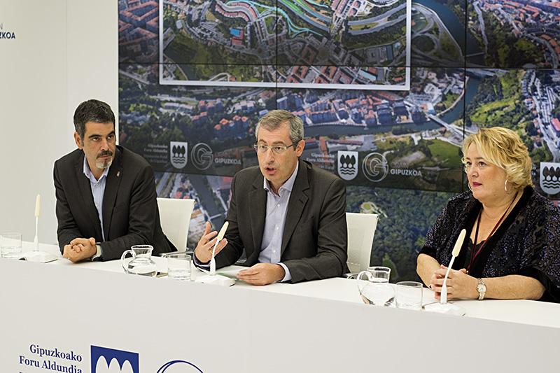 Eneko Goia, Markel Olano y Aintzane Oiarbide. Foto: Santiago Farizano