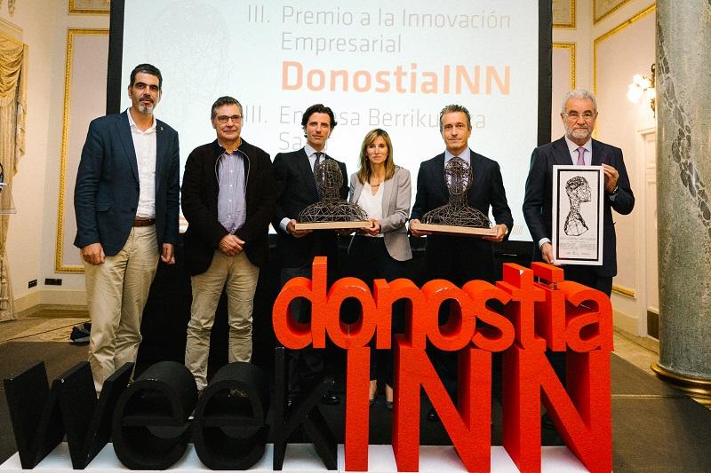 Imagen de la entrega con los premiados. Foto: Ayto.