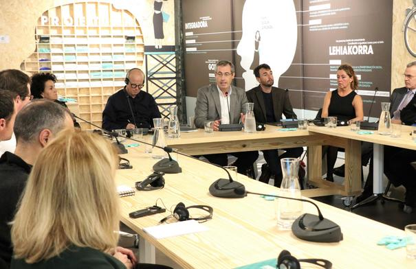 Markel Olano, durante su intervención en el seminario 'El futuro del trabajo' en el Etorkizuna Eraikiz Gunea. Foto: Diputación de Gipuzkoa.
