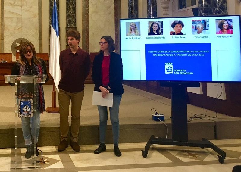 La concejala de Participación, Duñike Agirrezabalaga, en la rueda de prensa de presentación de las candidatas al Tambor de Oro. Foto: SocialistasDonostia.