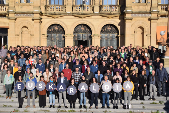 Adhesión del Ayuntamiento donostiarra a Euskaraldia en su primera edición.