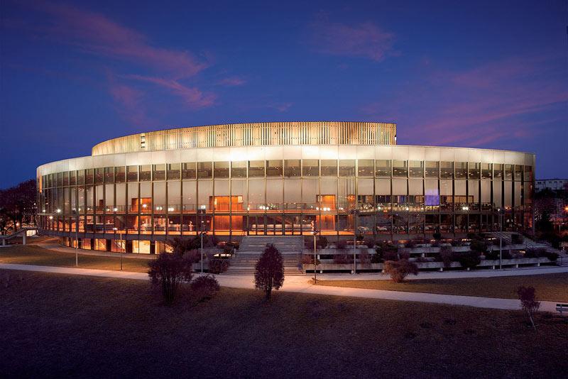 Brucknerhaus de Linz (Austria), escenario del primer concierto de la gira de la OSE. Foto: Linz Tourismus.