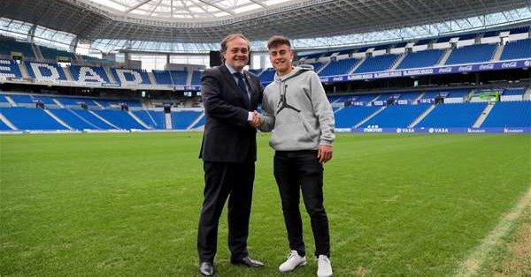 Jokin Aperribay con Ander Barrenetxea. Foto: Real Sociedad