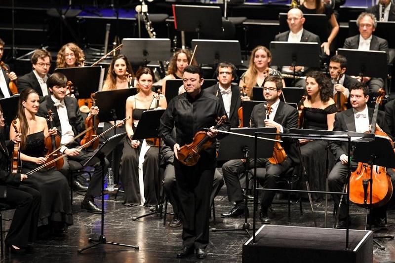 Vadim Gluzman, violinista de lujo que acompañó a la OSE en Bregenz, Austria. Foto: OSE.
