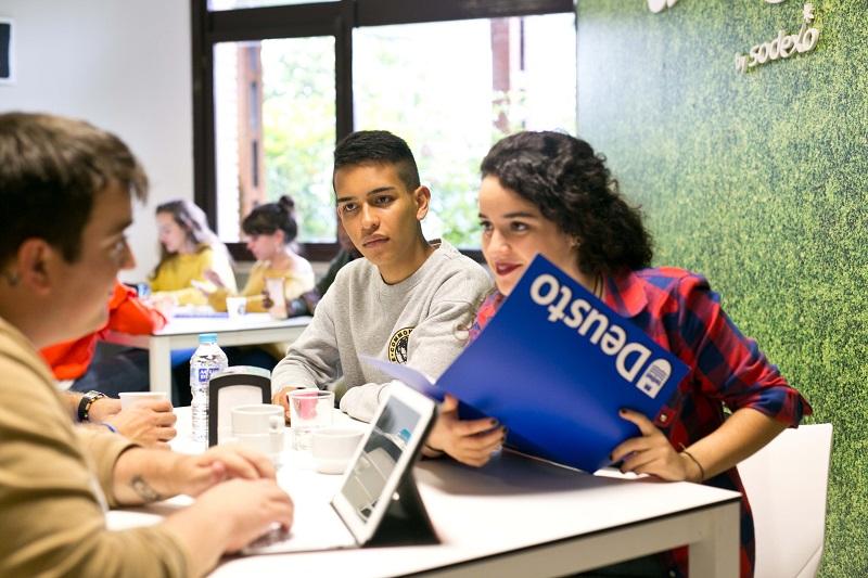 La información personalizada es clave en el sábado de Puertas Abiertas de la Universidad de Deusto. Foto: Universidad de Deusto.
