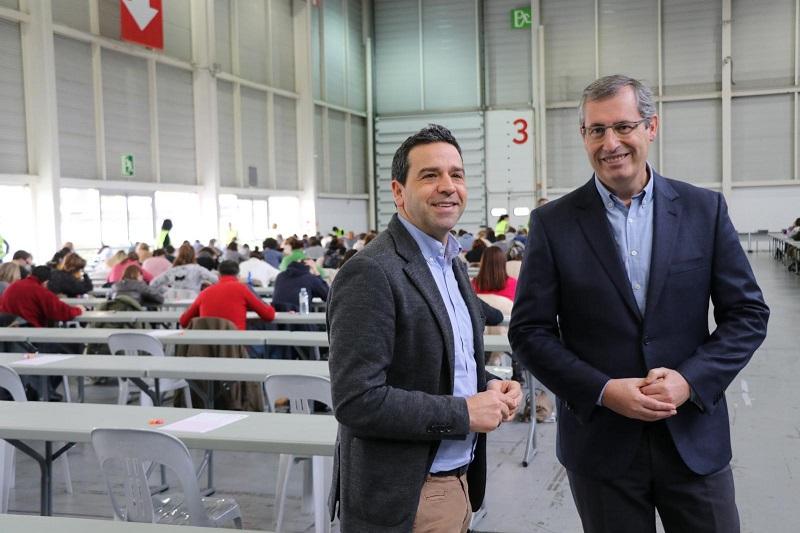 El diputado general, Markel Olano, y el portavoz foral, Imanol Lasa, en la OPE de técnicos contra el fraude fiscal. Foto: Diputación.