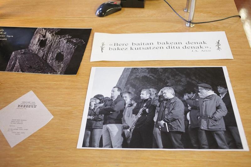 Parte de los fondos documentales del poeta vanguardista Joxean Artze. Foto: Diputación.