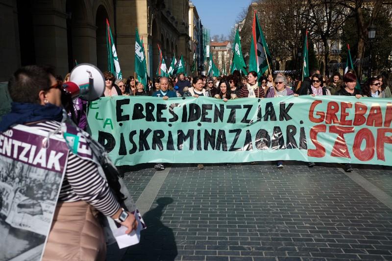 Manifestación de las trabajadoras de las residencias por las calles donostiarras. Foto: Santiago Farizano.