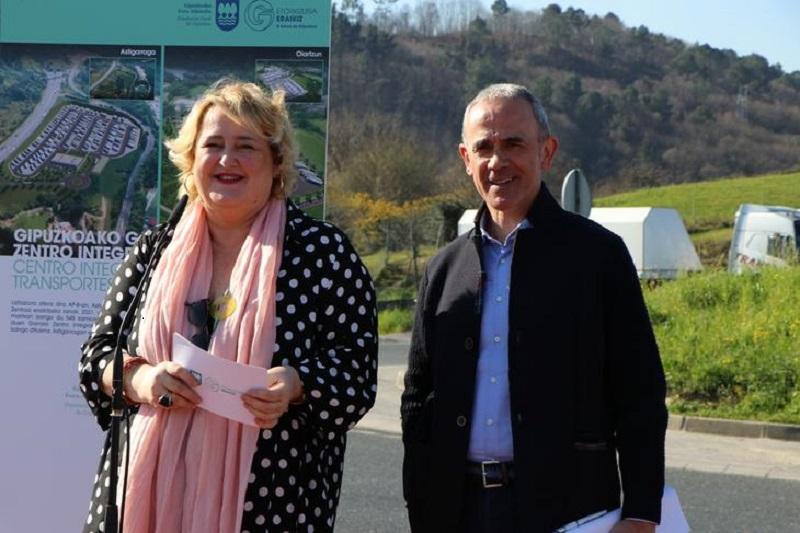 La diputada Aintzane Oiarbide en Astigarraga. Foto: Diputación