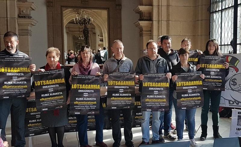 Miembros del Movimiento contra la Incineración de Gipuzkoa, durante la rueda de prensa. Foto: Arantza González (vía Twitter).