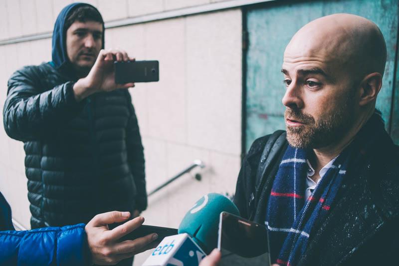 El abogado Mario Díez en los juzgados donostiarras. Fotos: Santiago Farizano