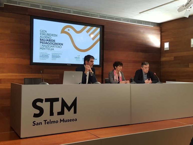 Eneko Goia, Maribel Vaquero y Jonan Fernández en la presentación del seminario.