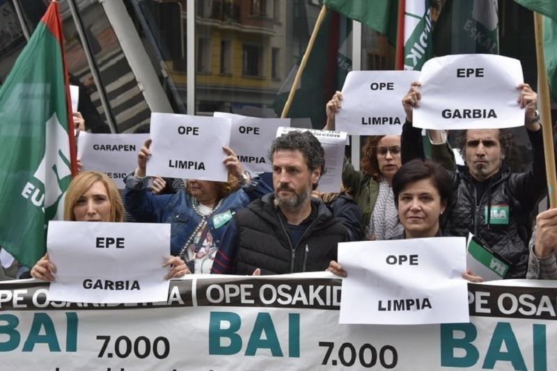 Protesta por lo ocurrido en las oposiciones. Foto: ELA