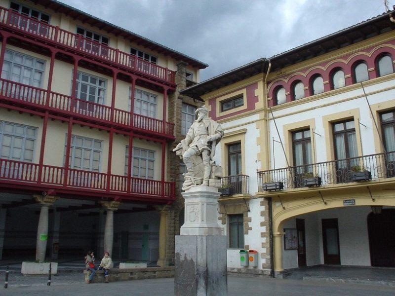 Plaza de los Gudaris de Getaria. Foto: Egrupos.