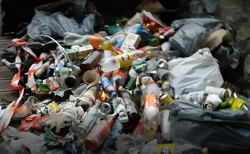 Parte de lo 'recaudado' por Eguzki en solo dos horas limpiando el Oria. Fotos: Gorka Alberdi.