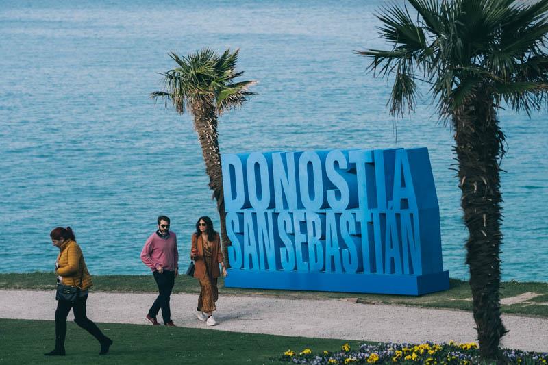 El cartel, que ya forma parte del anecdotario de la ciudad y ha sido retirado para mejoras técnicas. Foto: Santiago Farizano