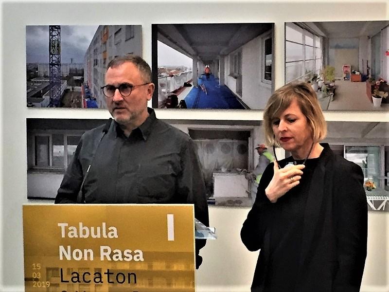 Javier Puldain, director del Instituto de Arquitectura, en la presentación de la muestra 'Tabula Non Rasa' junto a la comisaria Ilka Ruby. Foto: IAE.