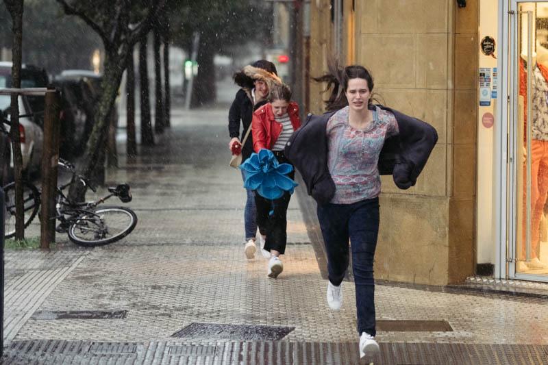 Cambio del tiempo en Donostia el lunes por la tarde. Fotos: Santiago Farizano