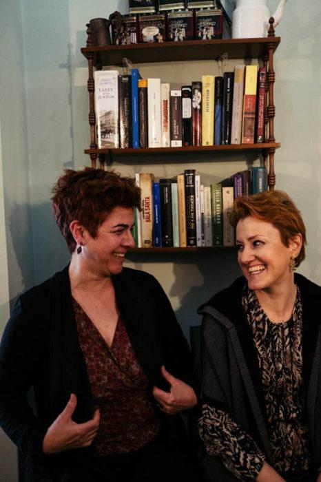 Ana Merino y Ane Mayoz, filólogas, pioneras de los talleres literarios y blogueras. Foto: Santiago Farizano