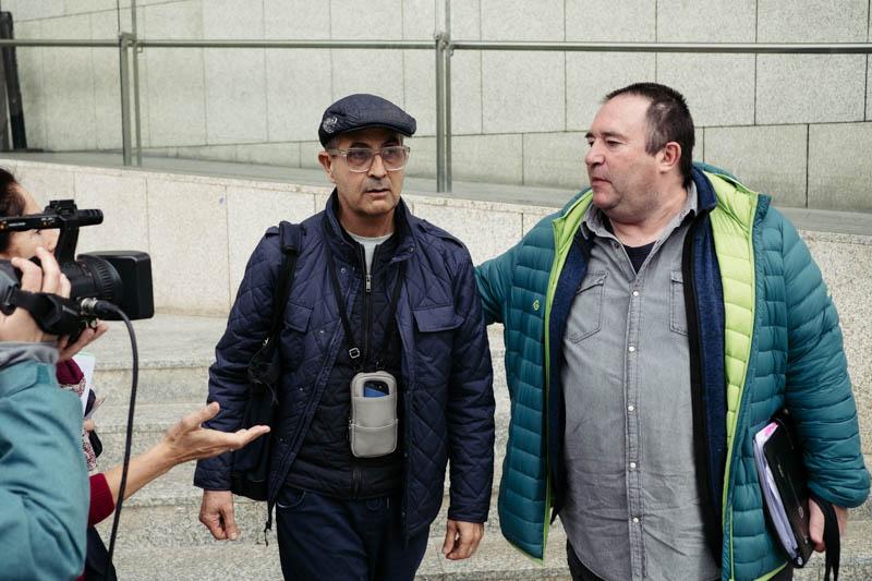 Iñigo Olasagasti con su abogado Óscar Padura. Fotos: Santiago Farizano