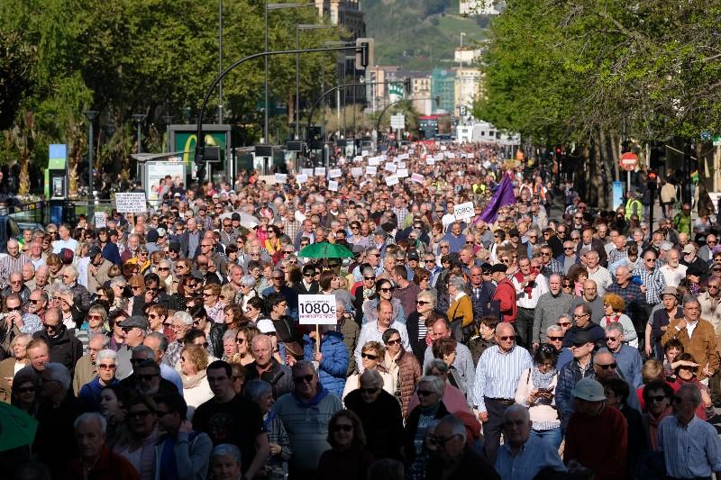 Pensionistas en Donostia. Foto: Santiago Farizano