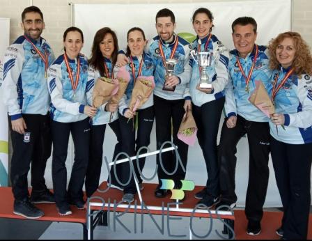 Reciente imagen de los equipos masculino y femenino. Foto: Txuri Berri