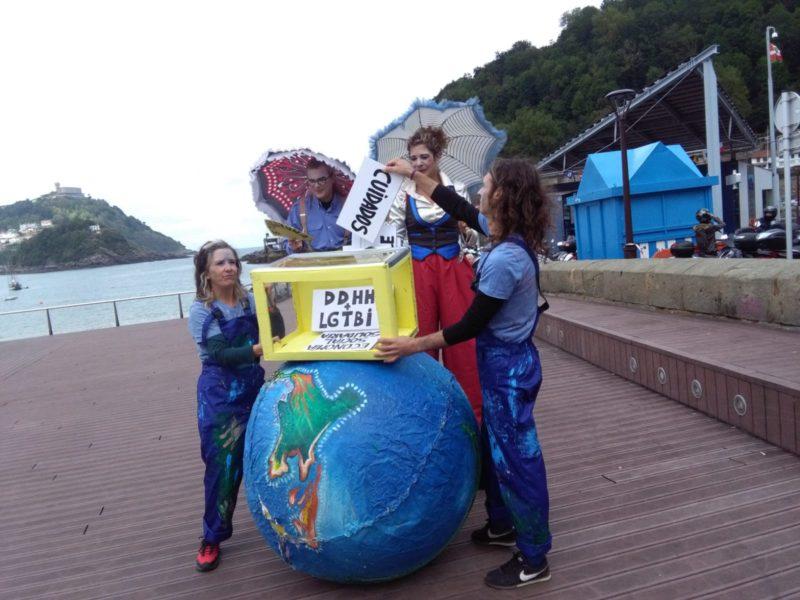 'Performance' de la Coordinadora de ONG de Euskadi hoy junto al Náutico. Foto: A.E.