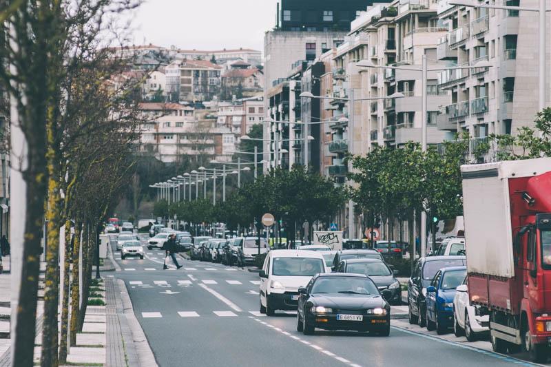 Coches en Donostia. Foto: Santiago Farizano