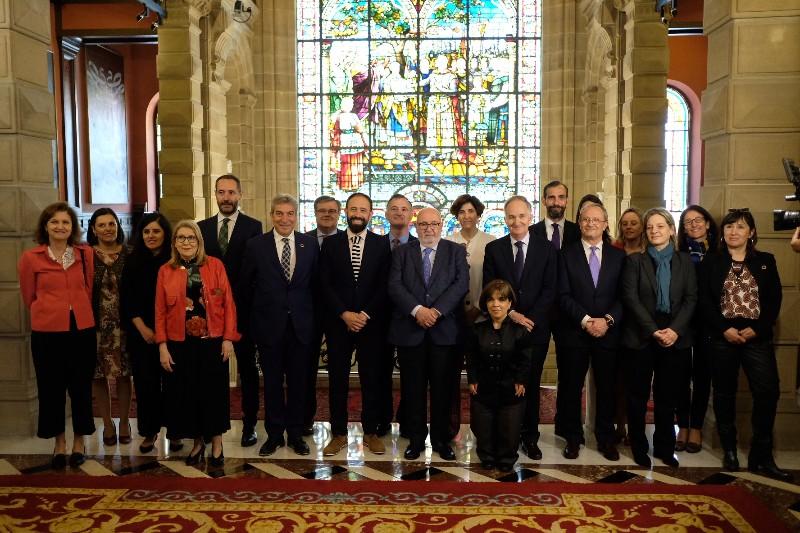 Imagen del encuentro en la Diputación sobre el aniversario de la vuelta la mundo. Fotos: Santiago Farizano