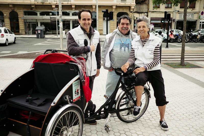 Iñigo Munilla y los conductores Maite Álvarez y Alberto Portillo. Fotos: Santiago Farizano