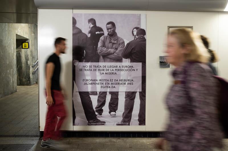 Exposición de Sos Racismo en el pasadizo de Egia. Fotos: Santiago Farizano