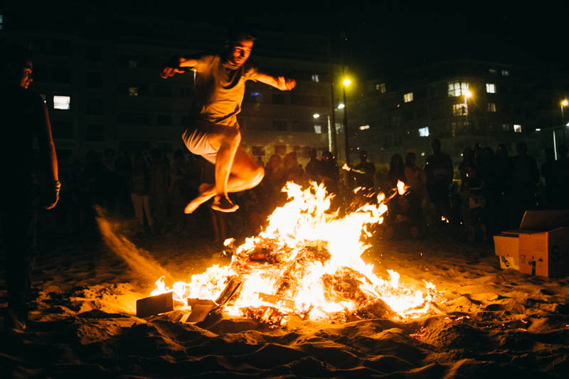 Hogueras en Donostia. Foto: Santiago Farizano