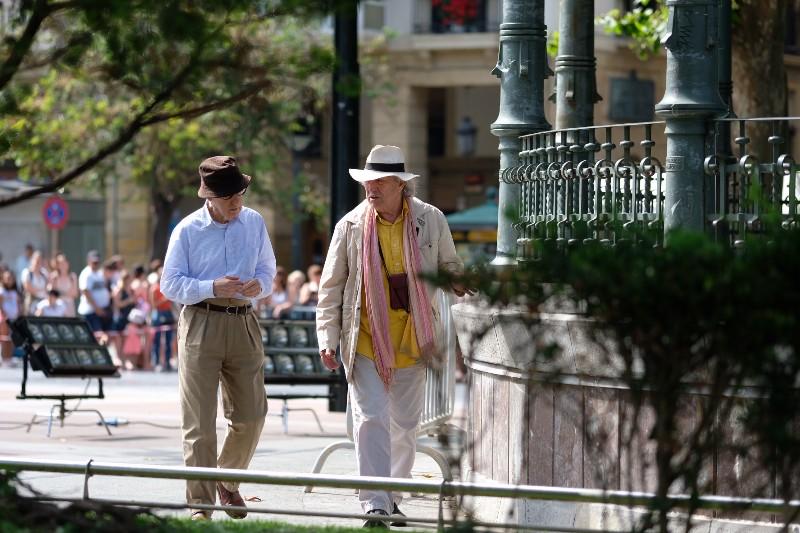Woody Allen con Vittorio Storaro en el Boulevard durante el primer día de rodaje. Foto: Santiago Farizano