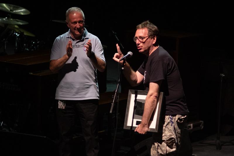 John Zorn recibe el premio del festival. Fotos: Santiago Farizano