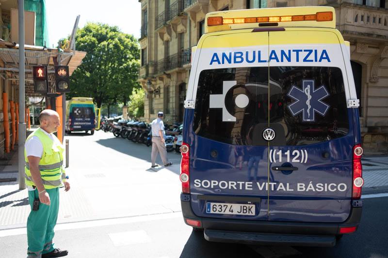 Una de las ambulancias que han acudido hoy a Árbol de Gernika. Foto: Santiago Farizano