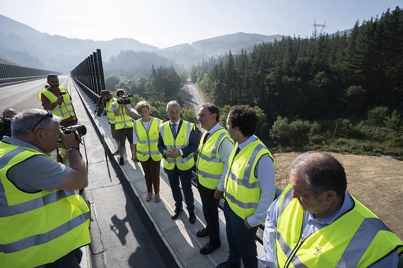 Visita al enclave de las obras. Foto: Gobierno vasco