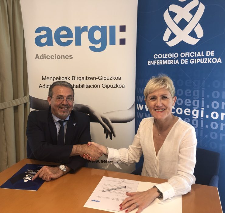 El presidente fundador de AERGI, Josean Fernández, y la presidenta del COEGI, Pilar Lecuona durante la firma del acuerdo. Foto: COEGI