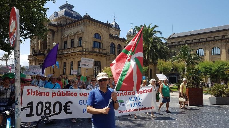Los pensionistas, hoy, en Donostia.