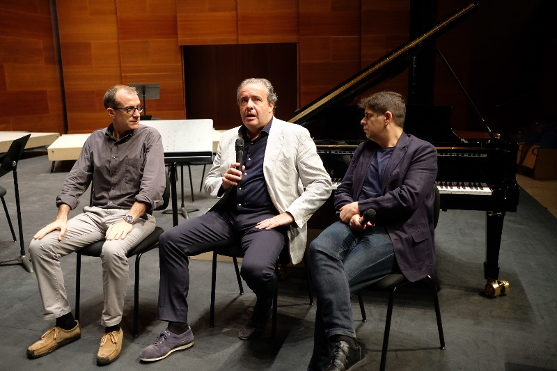 Patrick Alfaya, Juanjo Mena y Javier Perianes presentando la clausura de la Quincena Musical. Fotos: Santiago Farizano