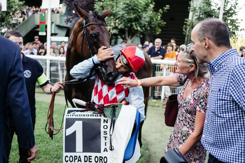 José Luis Martínez y el caballo 'Amazing Red', ganadores de la Copa de Oro. Fotos: Santiago Farizano