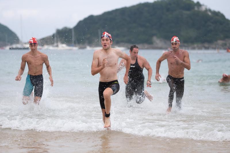 Llegada de algunos nadadores. Fotos: Santiago Farizano