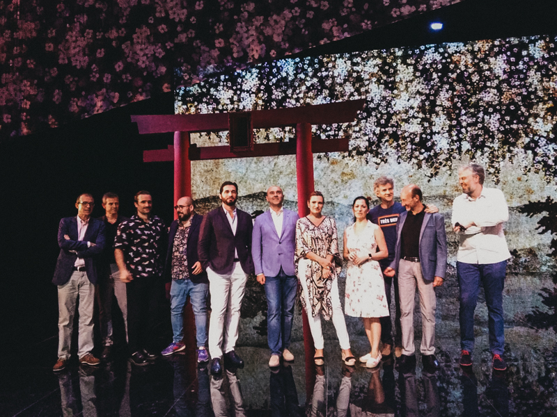El equipo de Madame Butterfly en el escenario del Kursaal. Todo está listo. Foto: A.E.