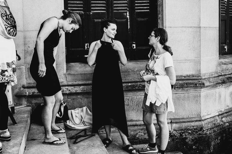 Compradoras en el mercadillo del vestuario del rodaje de Woody Allen. Fotos: Santiago Farizano