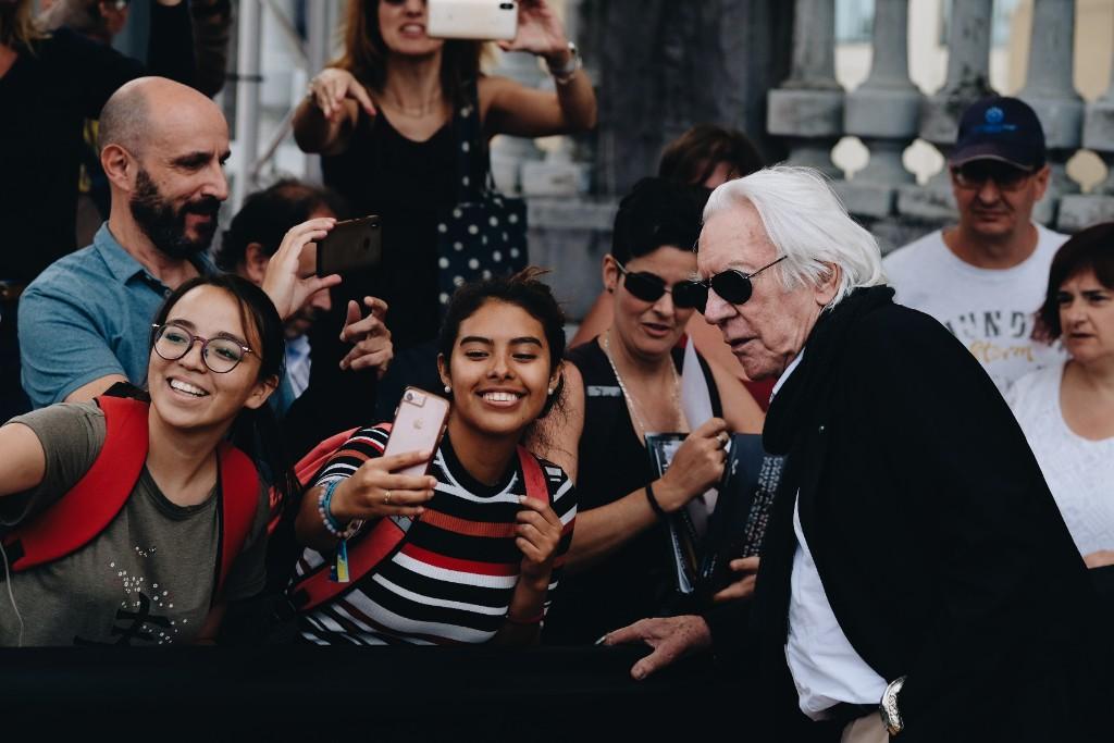 Donald Sutherland, recién llegado. Fotos: Santiago Farizano