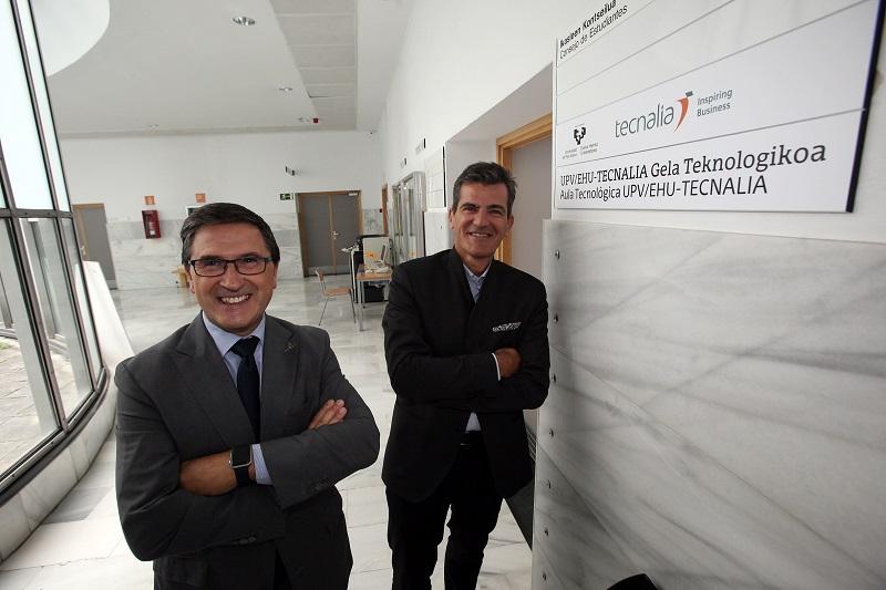 Agustín Erkizia (UPV/EHU) e Iñaki San Sebastián (TECNALIA) han suscrito la firma.